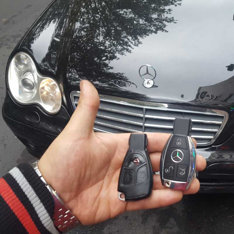 ریموت یدکی مرسدس بنز سال 2003 به همراه تراش کلید داخل سوییچ بنز